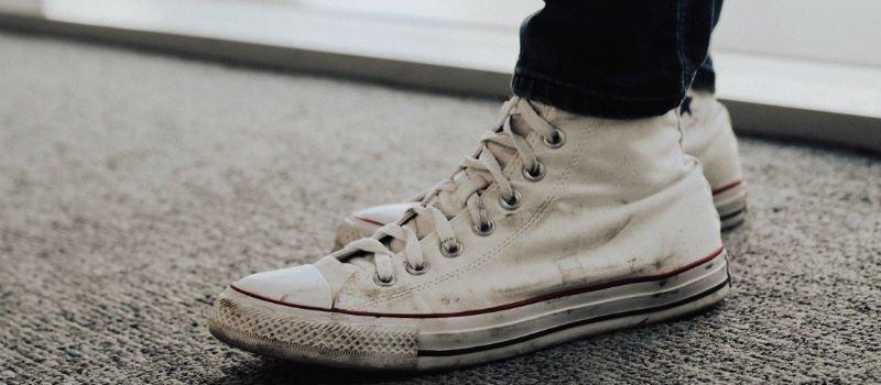 Witte Sneakers schoonmaken? Zo doe je dat!