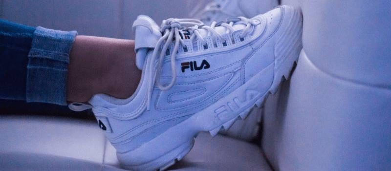 Dad sneakers: Zó draag je ze!
